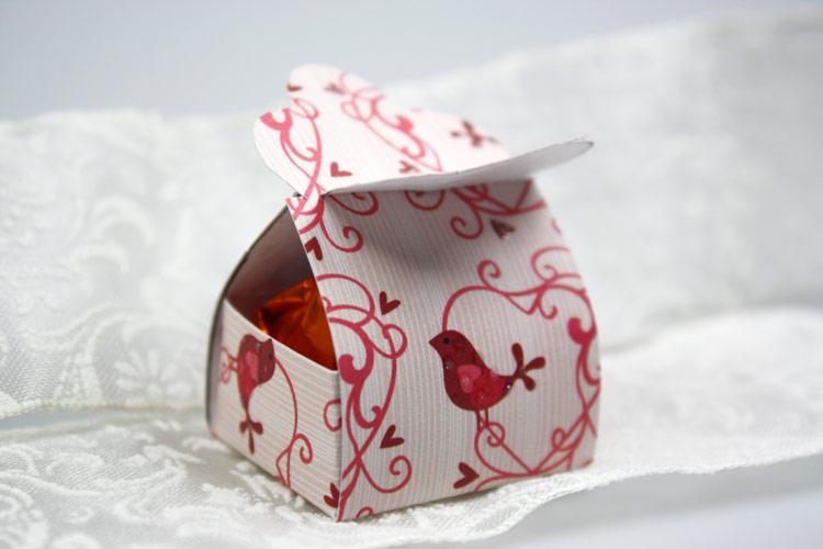 geschenkschachtel-pralinen-schoen-verpacken3
