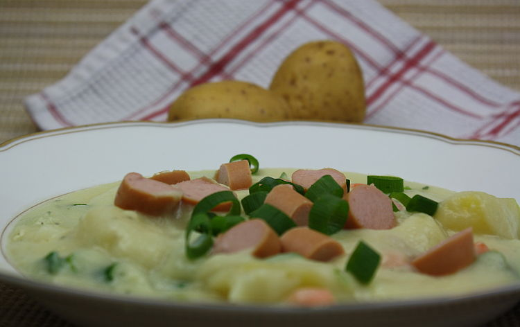 kartoffelsuppe-mit-wuerstchen-rezeptbild1