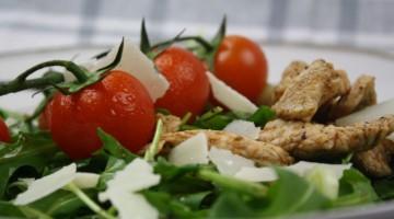salat-mit-putenstreifen-und-parmesan