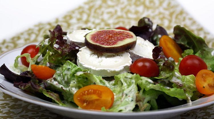 Salat mit Ziegenkäse und Feigen