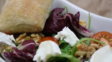 salat-mit-ziegenkaese-und-walnuessen