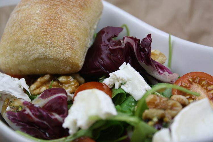 salat-mit-ziegenkaese-und-walnuessen-rezeptbild2