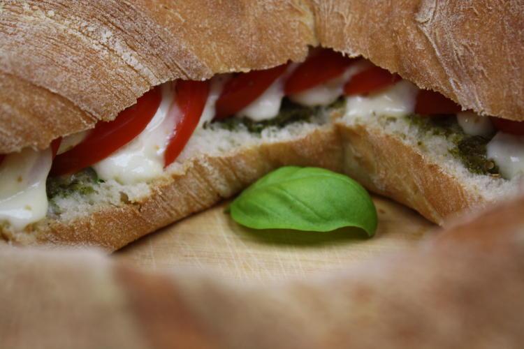 tomate-mozzarella-baguette-rezept3