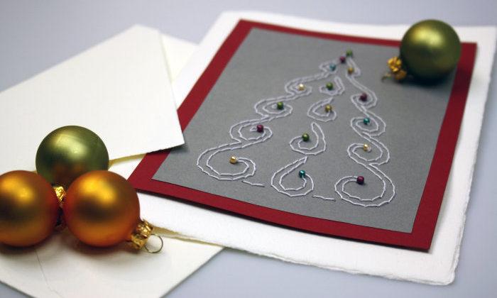 https://www.selbst-basteln.de/stehenden-weihnachtsbaum-aus-tonpapier-basteln/