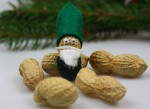 Wichtel aus Erdnüssen basteln